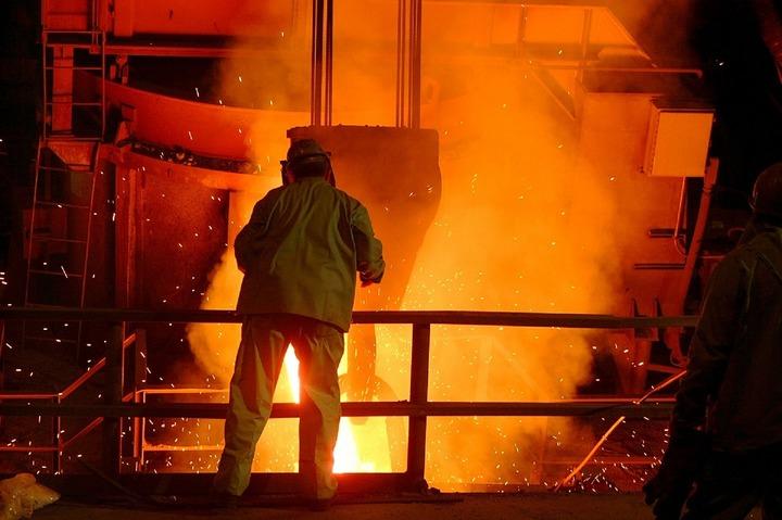 Producătorii chinezi de oțel analizează o fuziune care ar putea da naștere unui rival pentru ArcelorMittal