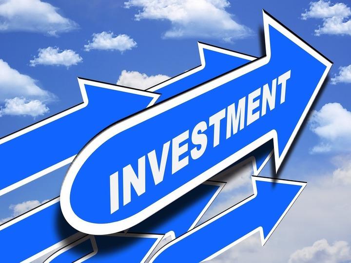Directorii firmelor din România se așteaptă la creșterea activității până în august, prețurile din magazine ar putea urca