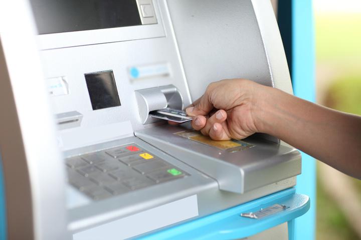 Proiect: Fiscul va primi date despre card și identitatea posesorului atunci când sunt efectuate plăți la comercianți