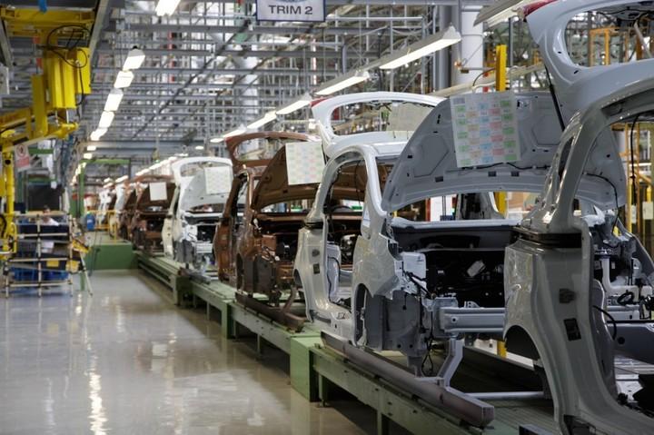 Finanțele vor să extindă până în 2025 perioada acordată Ford pentru a-și respecta planul de investiții asumat la privatizare. Ford trebuie să scoată un nou model de mașină la Craiova