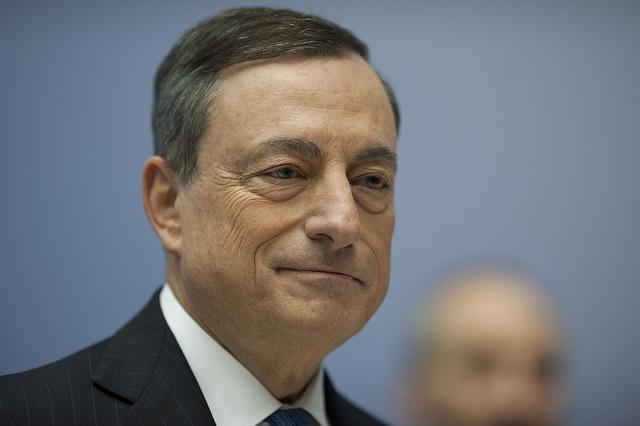 Mario Draghi pleacă într-un turneu politic pentru a cere guvernelor zonei euro măsuri de stimulare economică