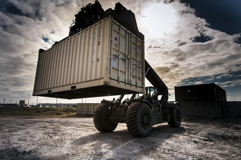Exporturile României au încetinit în octombrie, înregistrând o creștere de 2%