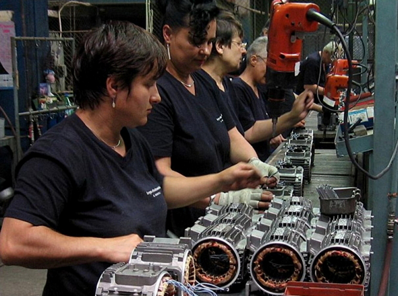 Afacerile din industrie au încetinit în octombrie, înregistrând un avans de doar 2,5%