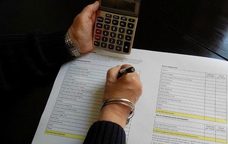 FOTO DOCUMENT Reduceri de taxe și facilități sociale, dar și creșterea plafonului pentru plata TVA, pregătite de Finanțe