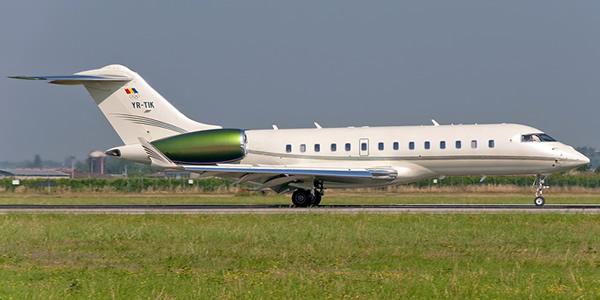 FOTO Guvernul a închiriat un avion privat pentru călătoria lui Cioloș la Berlin, cu 23.500 euro