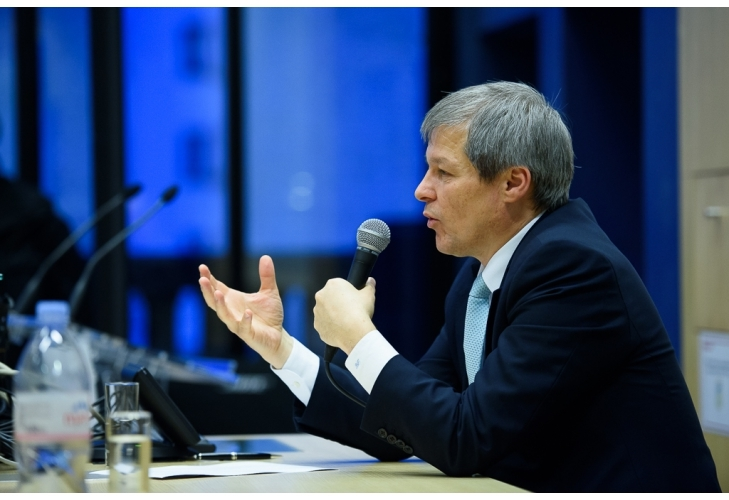Cioloș, către investitori francezi: Veniți în România, suntem singurii fără partide extremiste !