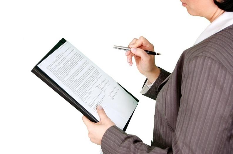 EXCLUSIV Bugetarii vor fi promovați și premiați în funcție de cât de amabili și loiali sunt la muncă