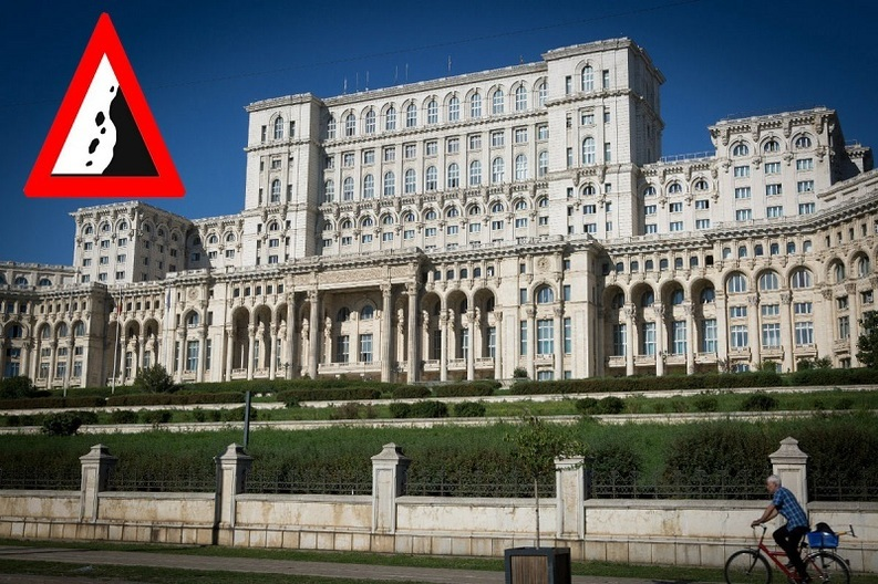 Atenție, cad pietre ! Parlamentul își montează o copertină de protecție contra pietrelor căzute din fațadă și un lift special pentru evacuarea membrilor CSAT