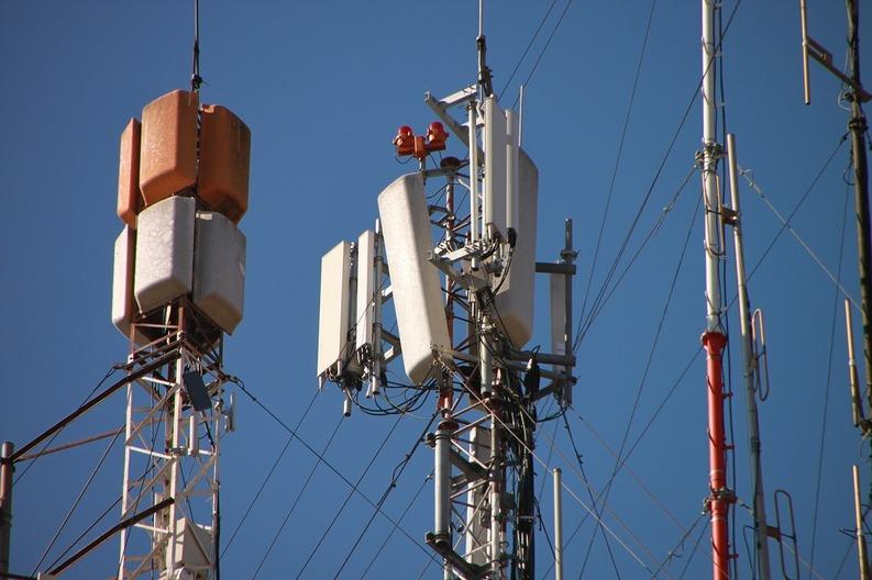 Bucureștiul riscă să nu mai fie acoperit cu semnal de mobil. Antenele GSM - amplasate la 500 metri de școli și spitale