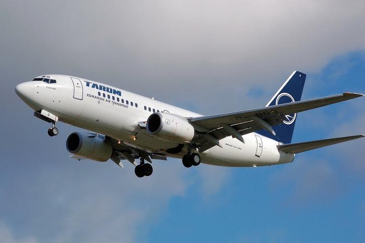 Guvernul va cere acordul CSAT pentru cumpărarea unui avion operațional încă din 2017 pentru Iohannis și Cioloș