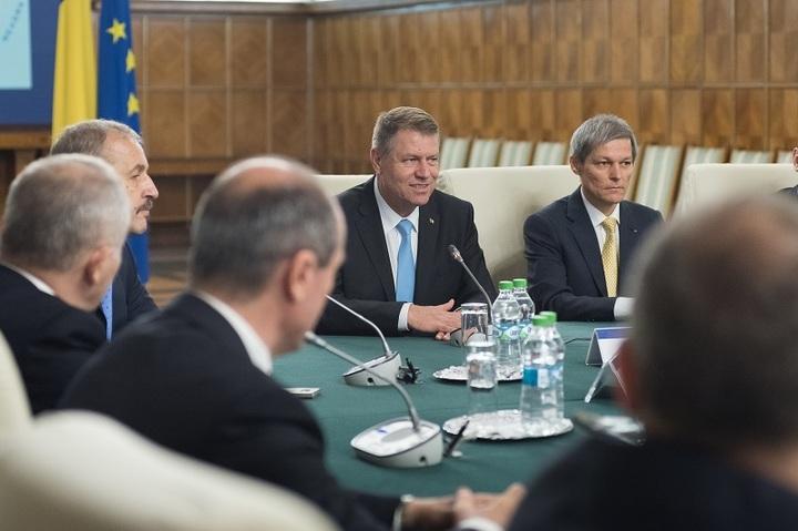 Premierul Cioloș va decide dacă ministrul Cristian Ghinea va candida sau nu la alegerile Parlamentare