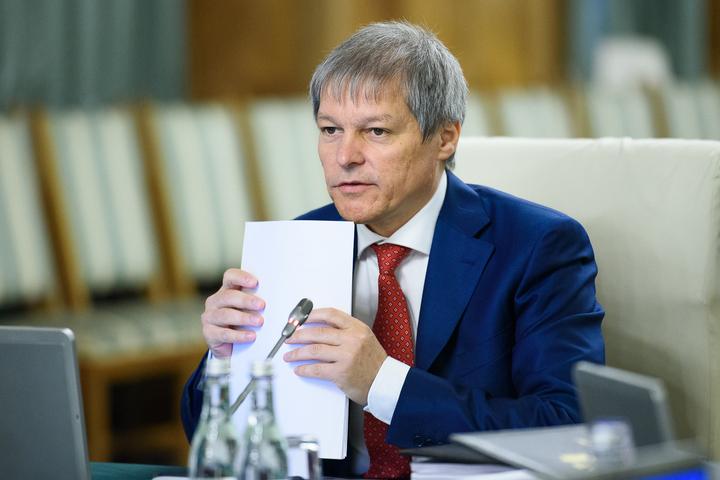 Premierul Cioloș: Am apropiați care au oferit bani în spitale