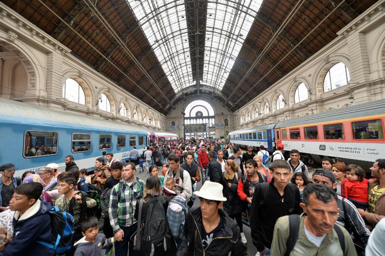 Cât ar putea costa găzduirea a 6.350 de refugiați