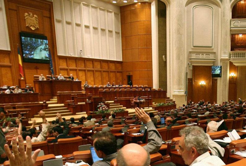 Deputații mențin pragul de reprezentativitate al sindicatelor la negocieri, respingând cererea lui Iohannis