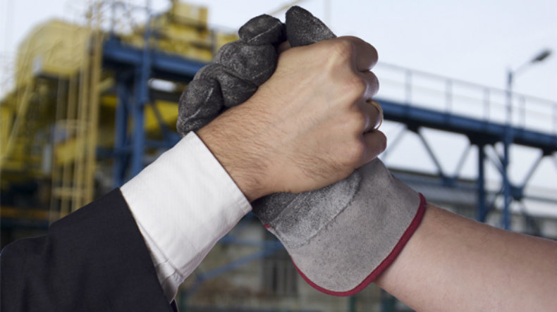 Guvernul sare în ajutorul companiilor și recomandă parlamentarilor să respingă un proiect care crește forța sindicală