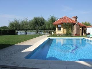Stop distracției! Guvernul Cioloș interzice piscine și skijet