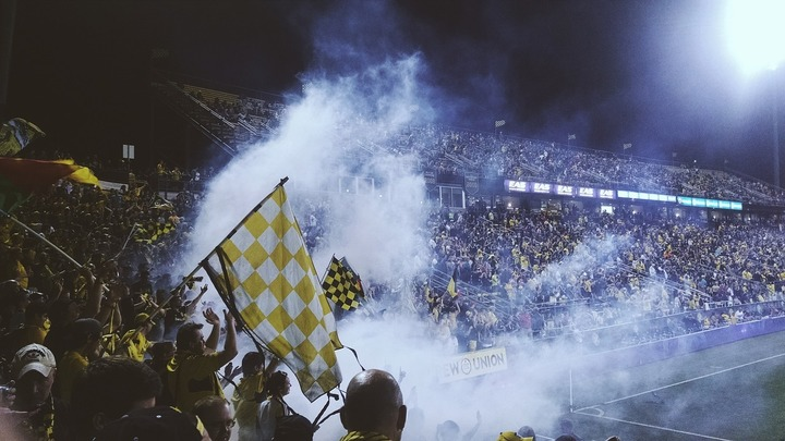 DOCUMENT Noi măsuri pe stadioane: Afacerile locale protejate, suporterii violenți interziși în străinătate