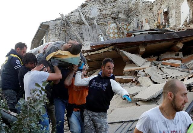 FOTO Cutremurul din Italia are și victime din România: Un român a murit, 2 sunt răniți și 9 sunt dați dispăruți