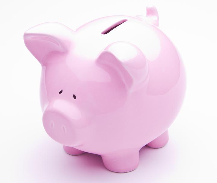 Un austriac economisește lunar 216 euro, iar un ungur strânge 52 euro. Cât pune deoparte un român