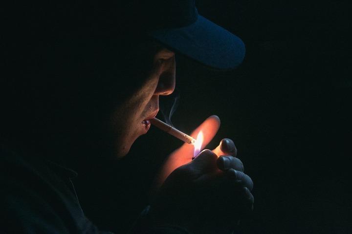Firmele și fumătorii, amenzi de peste 340.000 lei de la interzicerea fumatului în spații publice. Dâmbovița și Bucureștiul au cele mai multe sancțiuni
