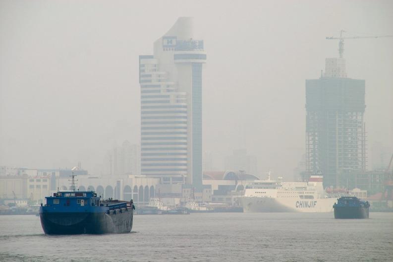 China, cel mai mare poluator al planetei, introduce o taxă pentru poluatori, dar din 2018 și fără sancțiuni