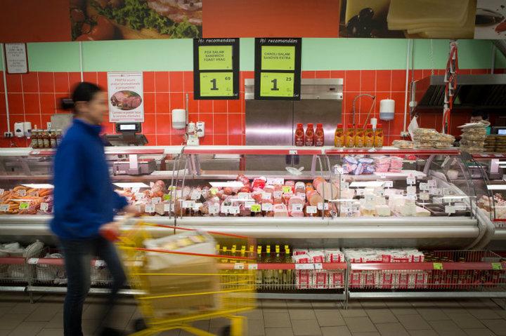 Prețul de achiziție și vânzare al unui aliment va fi redefinit, cu argumentul că marile magazine percep nejustificat ''taxe de raft''