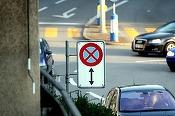 Condițiile de ridicare a mașinilor care staționează neregulamentar pe carosabil și regulile pentru bicicliști sunt schimbate de mâine