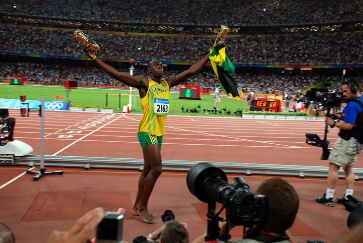 O bucată din pista pe care Usain Bolt a alergat la Olimpiada de la Londra, licitată de la 10.000 lire sterline