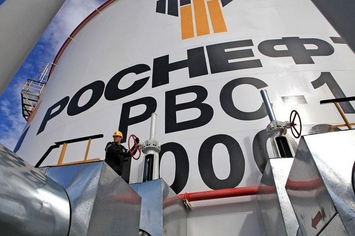 Rusia vinde în semestrul II un pachet din acțiunile Rosneft, cea mai mare și mai valoroasă companie a Kremlinului