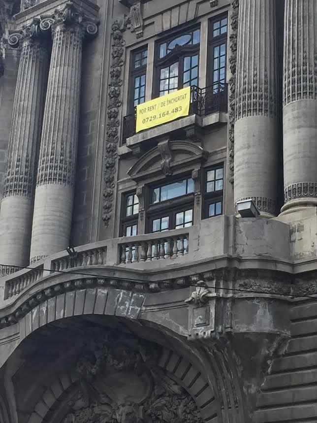 """EXCLUSIV FOTO Fostul sediu al Bibliotecii Naționale, """"Palatul Bursei"""", scos la închiriere pentru cazinouri, cafenele și oameni de afaceri"""