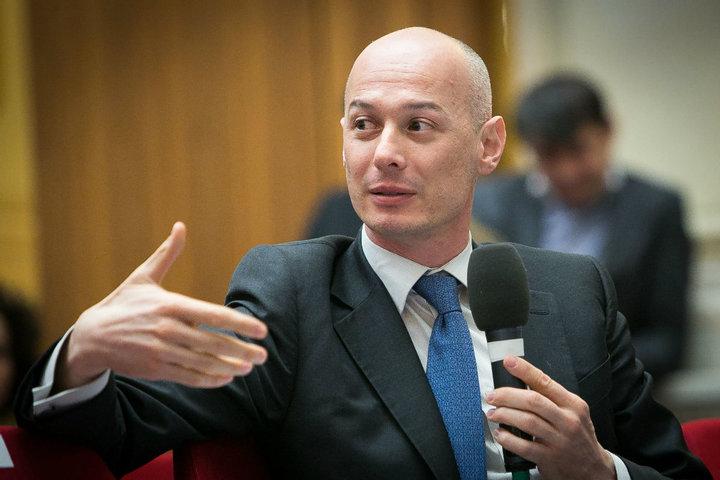 Olteanu, la ieșirea din arest: Doresc o achitare, ca să reîncep viața normală. Voi transmite cât mai rapid demisia mea din BNR