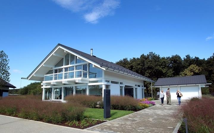 FOTO Un dezvoltator imobiliar înființat în Marea Britanie de un român și o firmă germană au deschis primele case de prezentare în complexul premium Dumbrava Vlăsiei