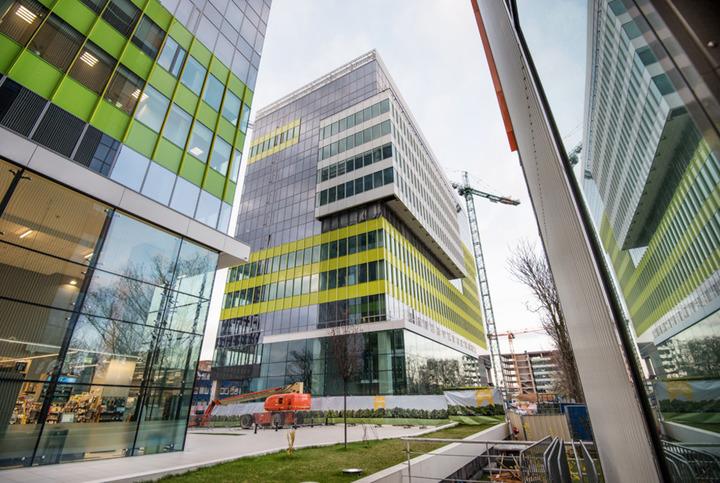 Numărul de angajați din clădirile de birouri moderne din București și din principalele orașe regionale va atinge 300.000 de persoane