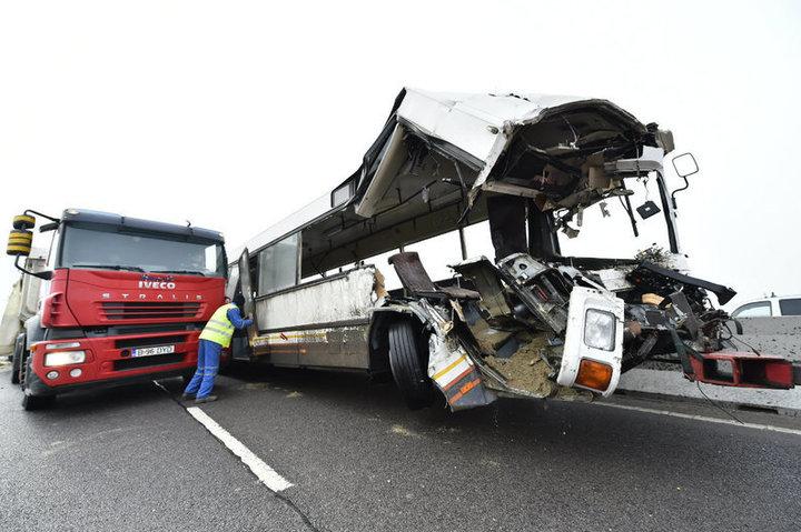 EXCLUSIV Dezastrul rutier de pe Centura Ploieștiului, provocat de un autobuz fantomă. Despăgubiri în aer pentru zeci de oameni afectați în cel mai mare accident al anului