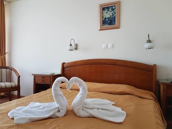 Cristina Ionela Tărteață și Petre Iulian Nicolescu, oameni necunoscuți pentru cei din domeniu, au fost numiți secretari de stat în Ministerul Turismului