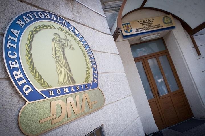 Un inspector antifraudă a denunțat la DNA contabilul și administratorul unei firme pentru o mită de 20.000 euro