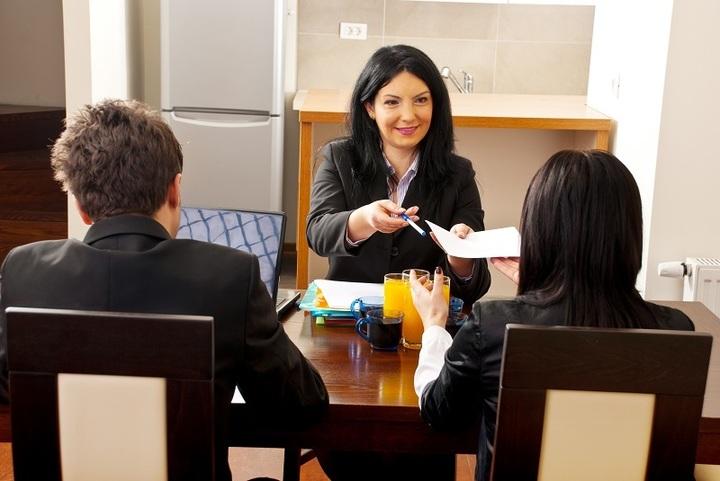 Guvernul nu este de acord ca firmele care angajează tineri în primul lor loc de muncă să primească facilități