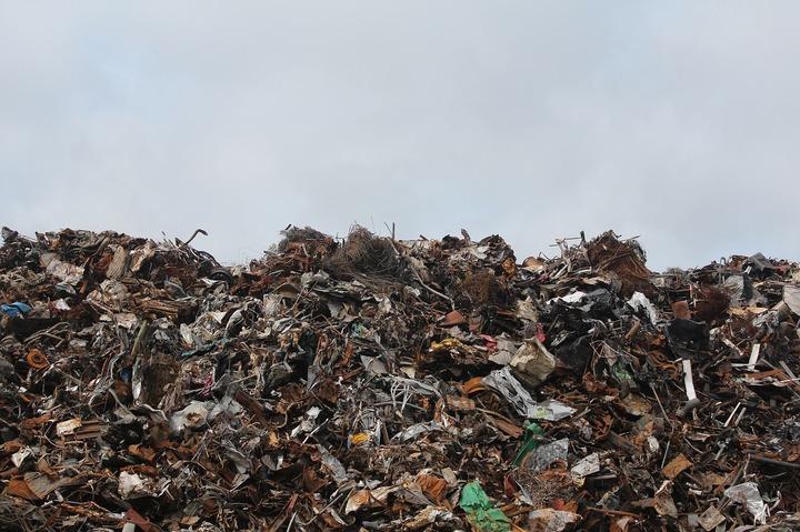Vaslui: Taxa pentru deșeuri, majorată 44% la populație din cauza creșterii cheltuielilor cu transportul gunoiului