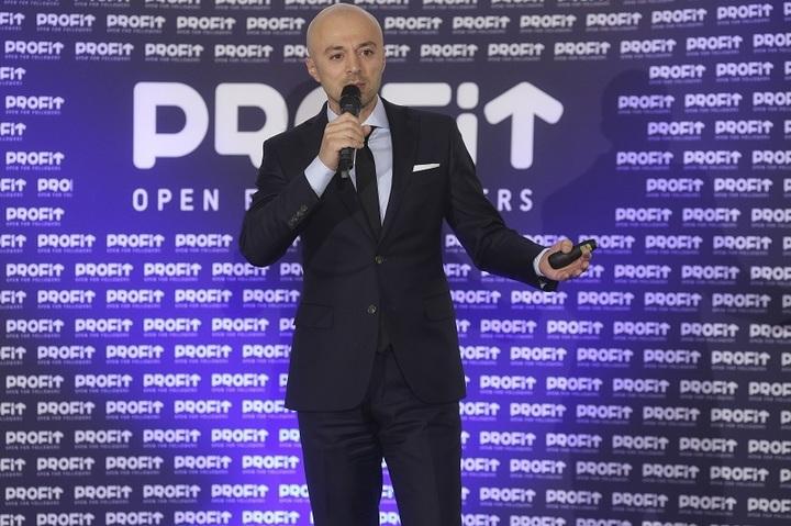Gala Povești cu Profit Made în România: Sfaturile lui Andrei Roșu, singurul român care a traversat înot Canalul Mânecii, transmise antreprenorilor pentru depășirea obstacolelor
