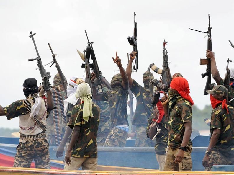Pirații nigerieni produc pagube de 1,5 miliarde dolari  pe lună industriei petroliere