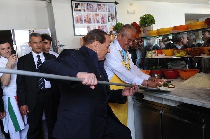 Berlusconi a acceptat să vândă clubul de fotbal AC Milan chinezilor pentru 740 milioane euro