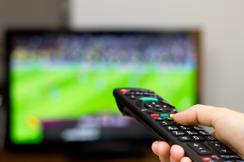 Audiență TV, o afacere anuală de peste 30 mil.euro: Românii preferă scamatoriile lui Tamaș sau Alibec driblingurilor lui Messi sau Ronaldo. Cine și ce meciuri urmărește mai mult