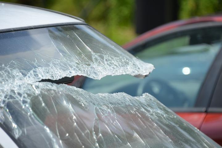 Ora de iarnă a adus mai multe accidente auto, în principal în zi de luni. Firmele de service se luptă pentru clienți