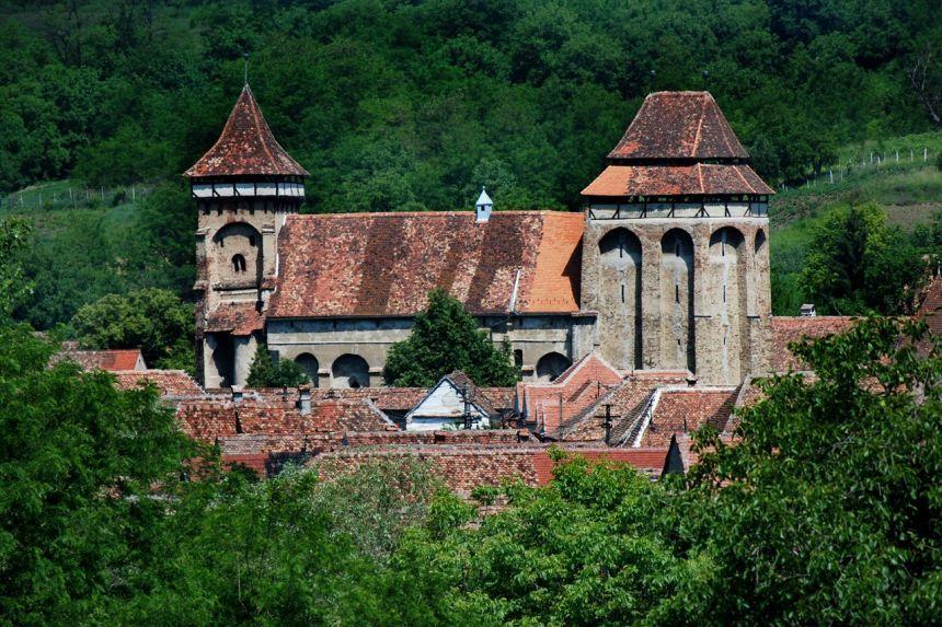 DOCUMENTAR: Majoritatea bisericilor fortificate din judeţul Sibiu, în stare precară din cauza vechimii şi a lipsei investiţiilor