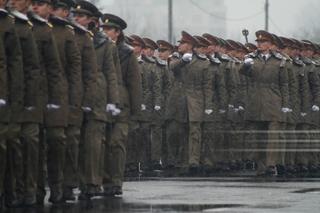 MApN nu va mai aloca locuri distincte pentru femei şi pentru bărbaţi în şcolile militare după ce Armata a fost sancţionată de CNCD