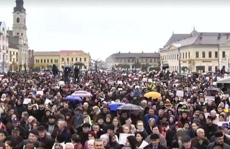 Oradea: Mii de persoane, la un miting pentru susţinerea familiei tradiţionale. Participanţii au cerut referendum pentru modificarea Constituţiei. VIDEO