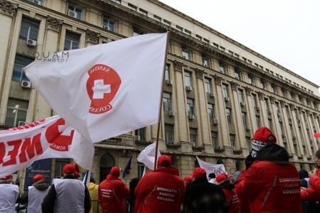 Sindicaliştii Sanitas s-au întâlnit cu ministrul Voiculescu. Lider sindical: Am stabilit temele pentru discuţia de luni privind contractul colectiv de muncă