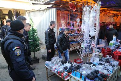 Inspectorii ISU Bucureşti - Ilfov au dat amenzi de peste 25.000 de lei în două centre comerciale - FOTO