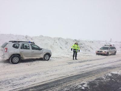 Drumuri naţionale închise sau restricţionate din cauza viscolului, situaţie actualizată