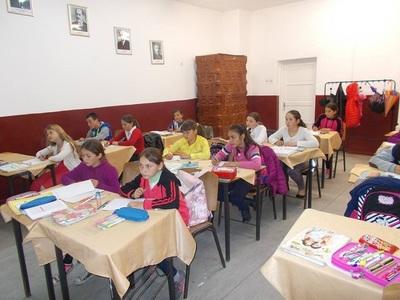 Şcolile şi grădiniţele din judeţul Galaţi rămân închise joi şi vineri, excepţie făcând cele din municipiul Galaţi